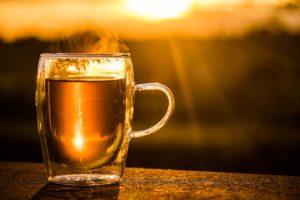 Tee auf dem Balkon